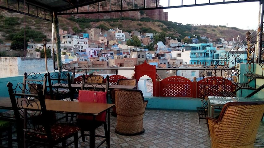 Restaurant , Bar
