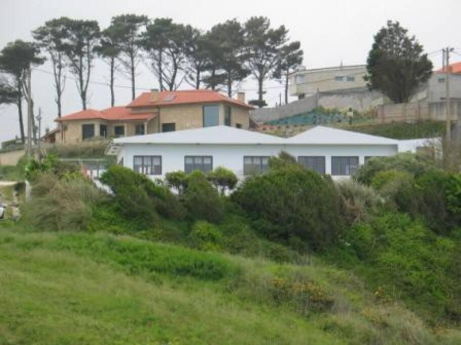 Vistas exterior del restaurante Seiruga y de los 2 apartamentos.