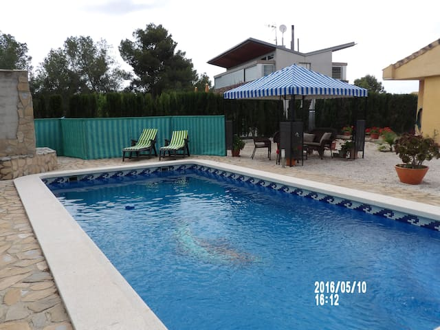 Dans maison individuelle avec piscine. - Sangonera la Verde - House