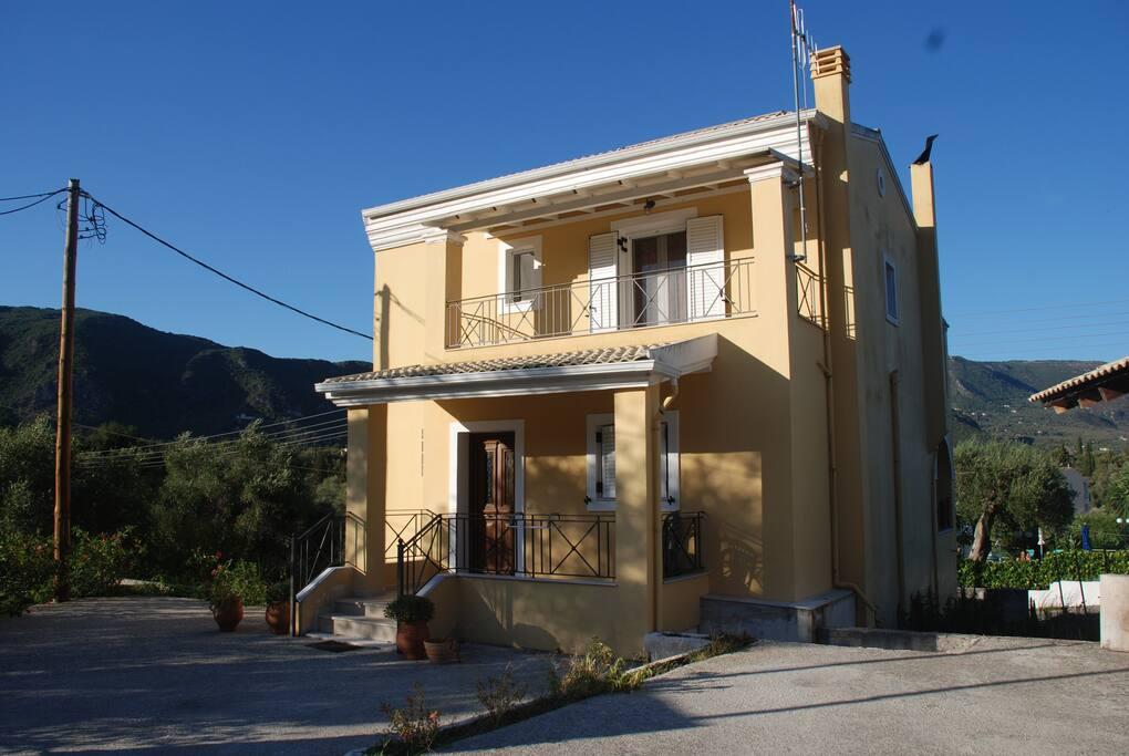 House boukatio case in affitto a kato korakiana grecia for 300 case piedi quadrati