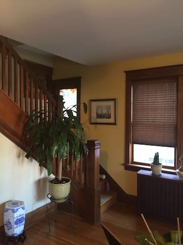Room in Beautiful and Bright Uptown Colonial Home - Harrisburg