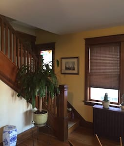 Room in Beautiful and Bright Uptown Colonial Home - Harrisburg - Casa