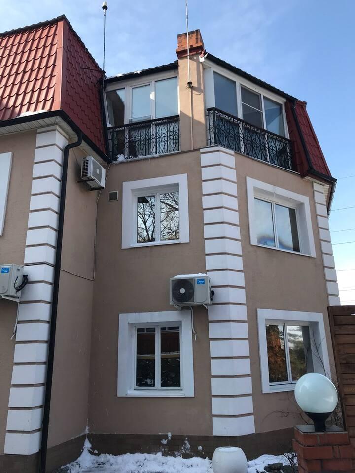 VIP дом с бассейном и охраняемой территорией