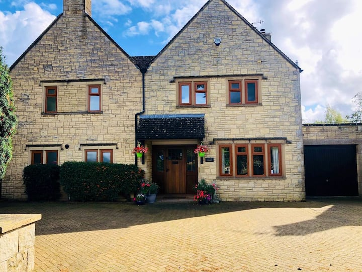 Luxury, Central, Bourton, sleeps up to 11*