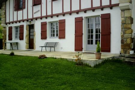 Maison Basque du XVII siècle au pied de la Rhune - Sare - 公寓