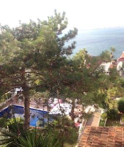 Kinaliada'da deniz manzarali suit - Kınalıada