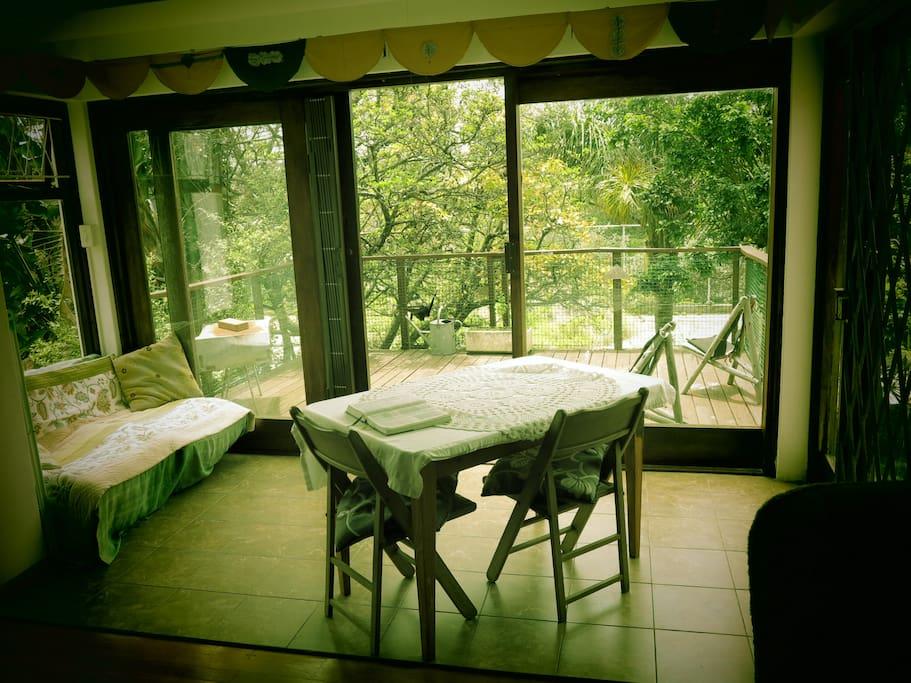 Spaceous sunroom / diningroom verandah.