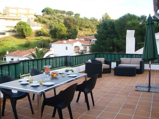011 Apto.con gran terraza y piscina comunitaria - Llansá - Apartment