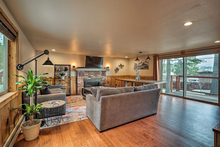 NEW-Central Truckee Home w/Yard, 9 Mi to Northstar
