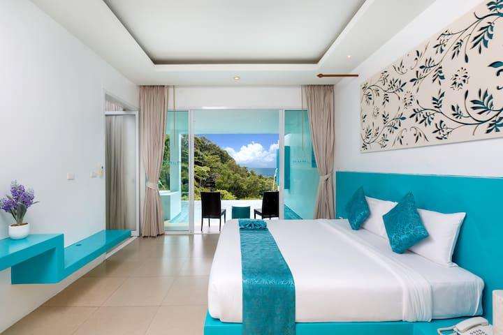 Partial Deluxe Seaview Pool Suite