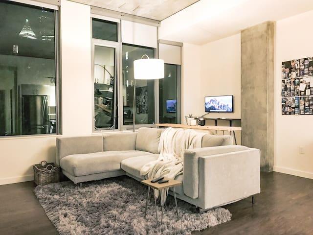 Comfy Trendy Pioneer Square Loft - 99 Walkscore