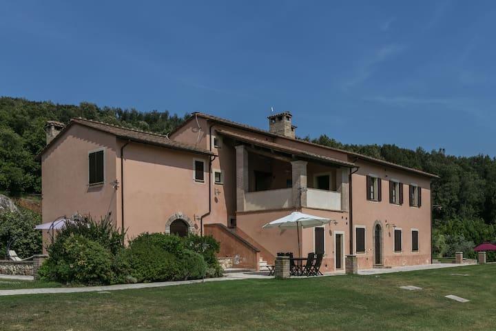 Luxus, modernes Apartment mit Pool und herrlichem Blick, 1 Stunde von Rom
