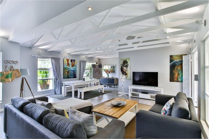 Bright, stylish and private - fully equipped home