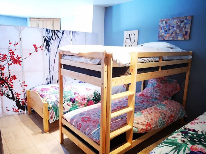 Villa shared room 30 mins to  Paris CENTER by RER