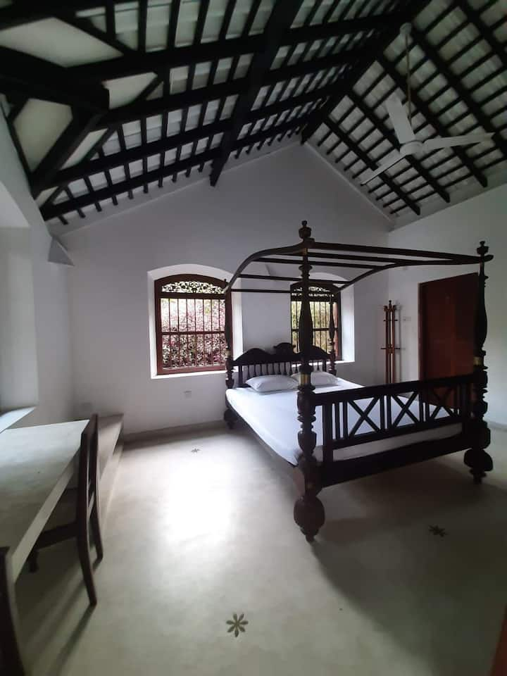 Colonial Style Room Rental In Unawatuna