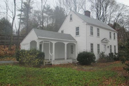 Cozy, Single Family Colonial Home in Wellesley - Wellesley - Haus