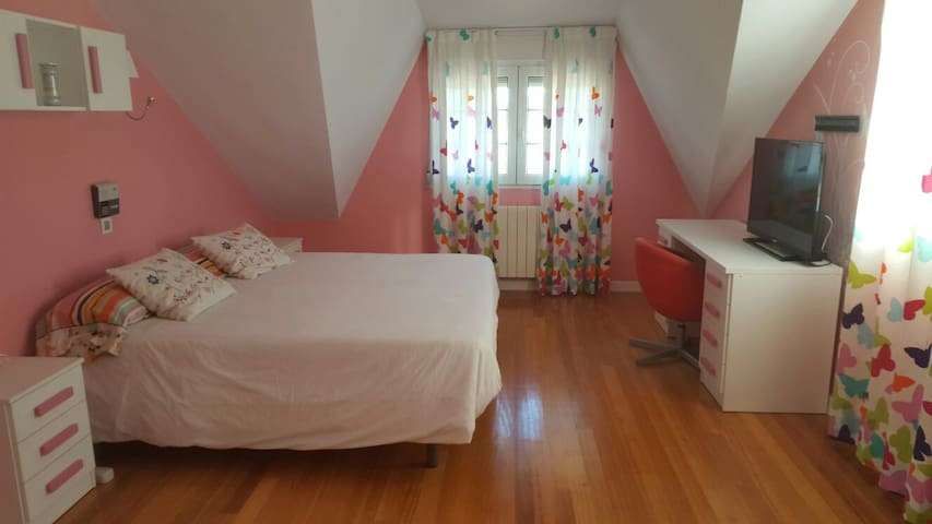 Preciosa habitacion con piscina