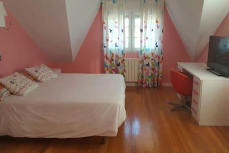 Preciosa habitacion con piscina - Santa Cruz de Bezana