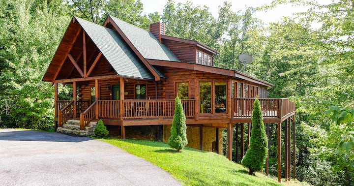 Private Gatlinburg Log Cabin-Smoky Mountain Views!