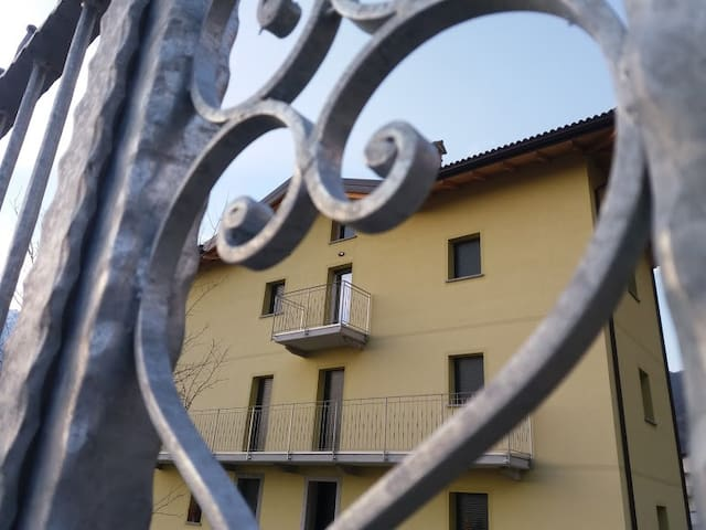 I Gemelli della Valcodera_The red apartment - Novate Mezzola - Apartment