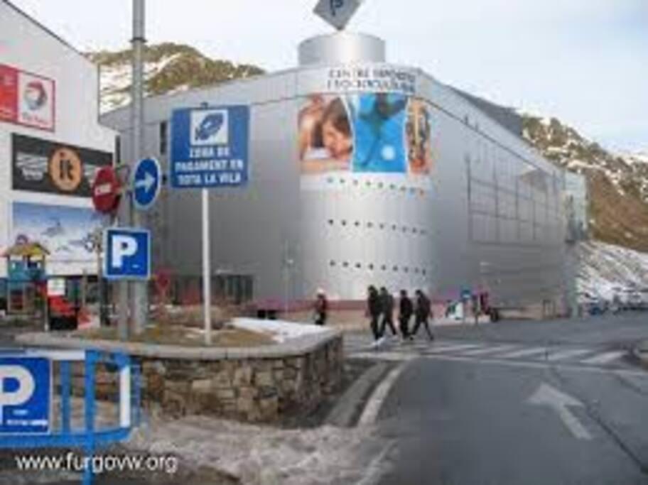entrada por el parking al polideportivo(planta-7 recepción)