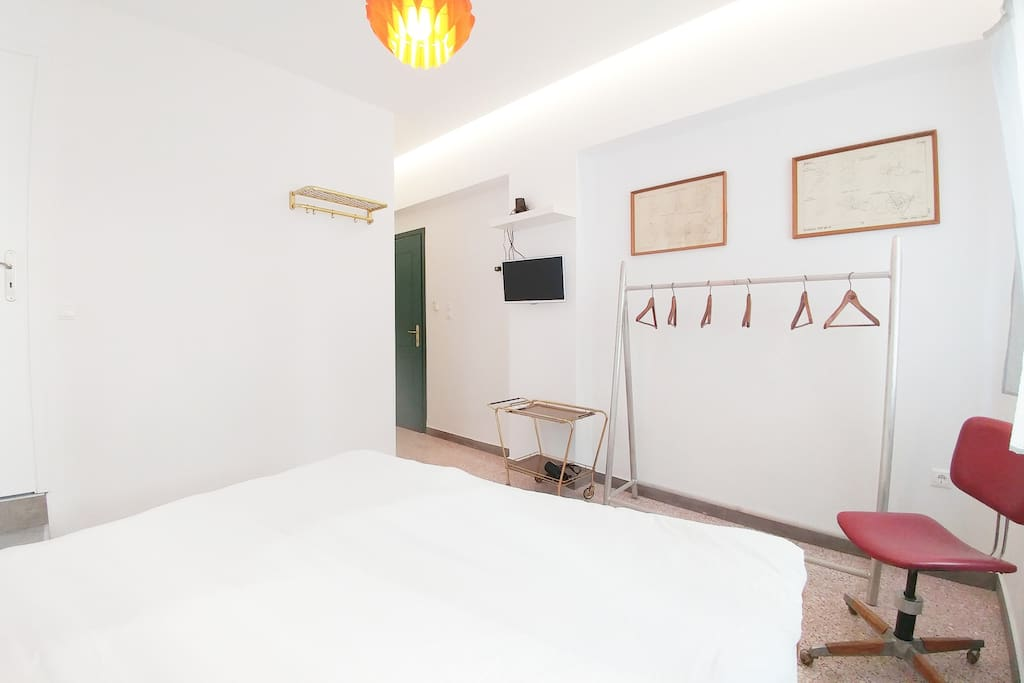 The bright beautifully renovated private room!