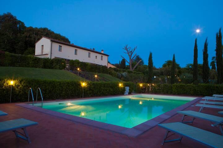 Appartamento in un casale di  campagna con piscina