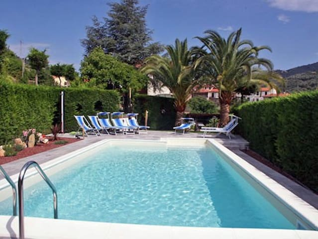 Apartment suitable for families and friends, pool