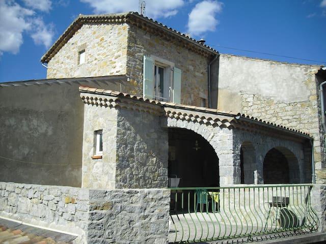 """Gîte """"LA FONTAINE"""" avec piscine en  Ardèche du Sud"""