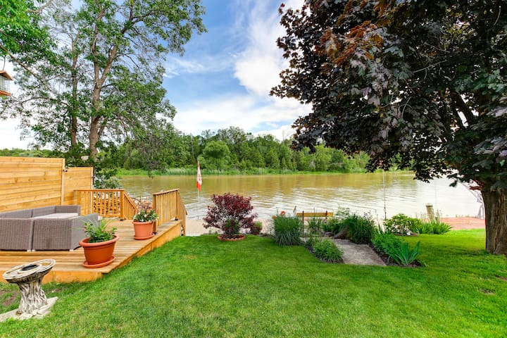 Cozy Wasaga Home on the Water