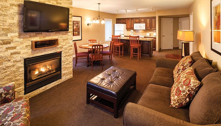 CARRIAGE HILL RESORT - SPACIOUS 1 BEDROOM SUITE