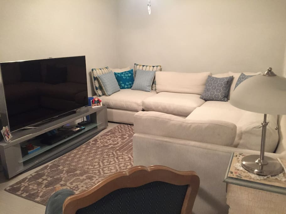 Florida room, HD cable TV with Internet.