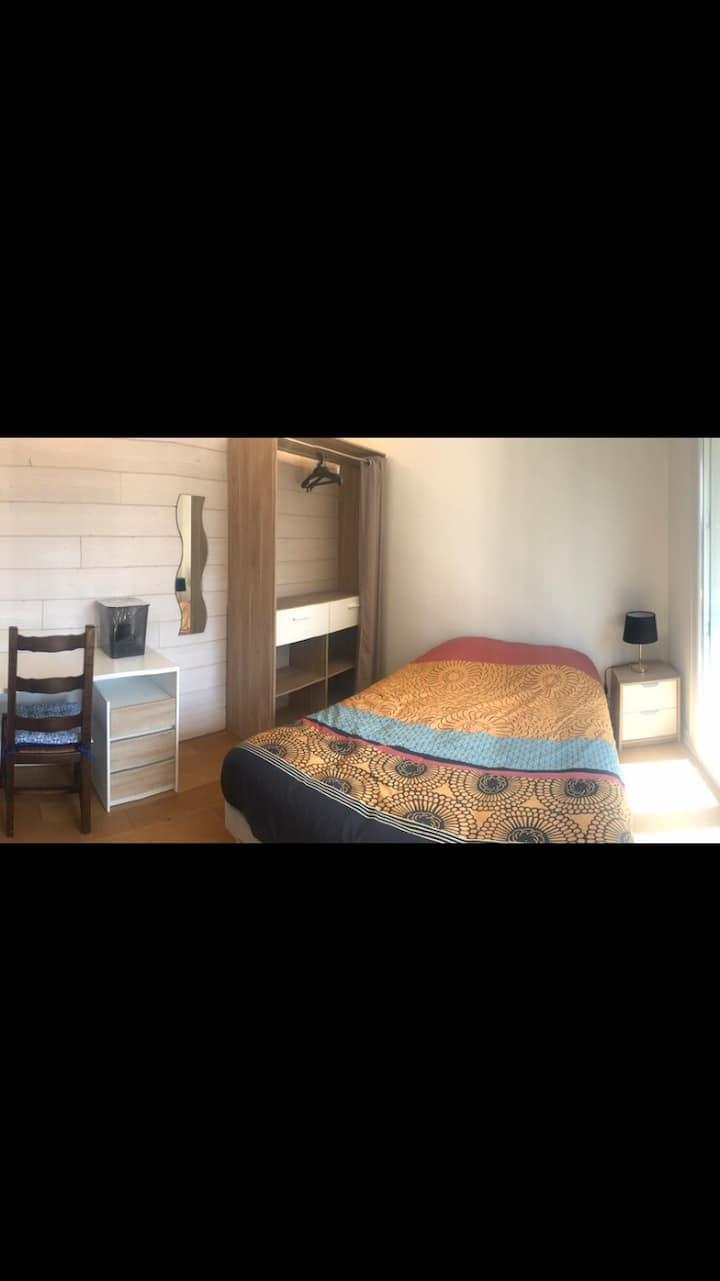1 chambre dispo dans appartement 4 chambres