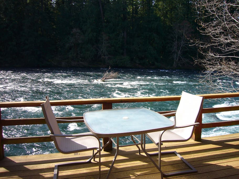 Romantic mckenzie riverfront cabin 1 cabins for rent in for Romantic cabins oregon