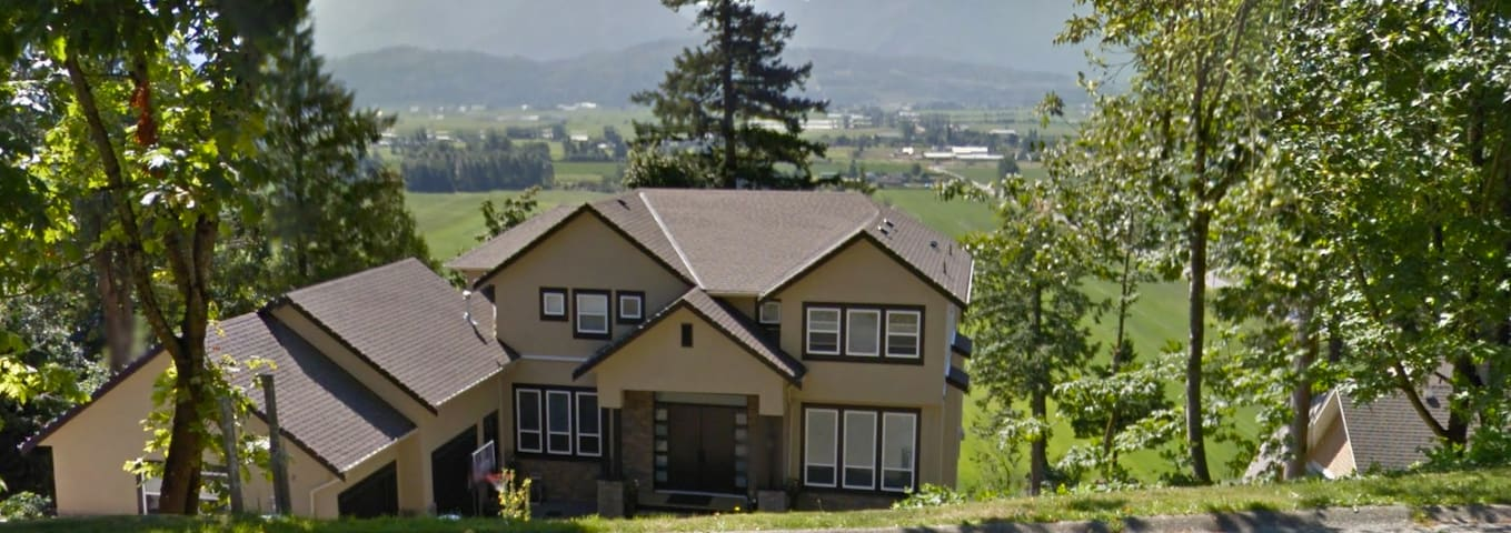 Modern mountain home with breathtaking views! - Chilliwack - ห้องชุด
