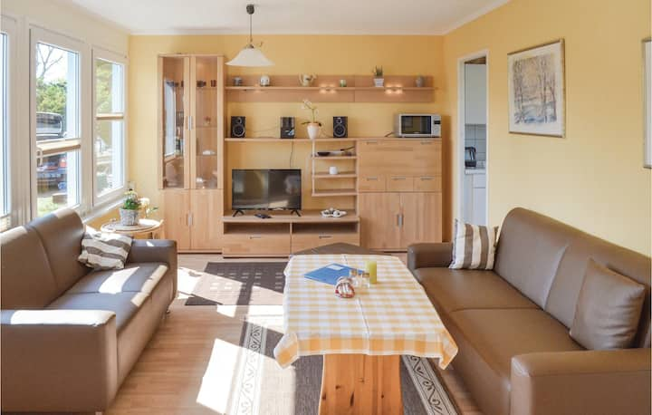 Holiday cottage with 2 bedrooms on 42m² in Hohen Wieschendorf