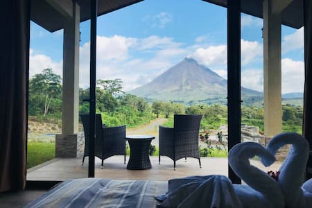 Nirú Rainforest Suites,facing The Arenal Volcano.