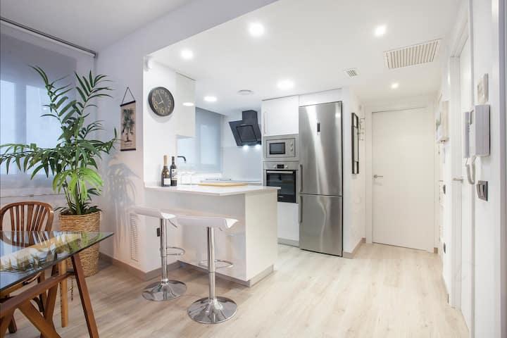 BLANES BEACH ★ COSTA BRAVA ★ Acogedor y moderno apartamento, muy bien ubicado. WI-FI GRATIS. 4 PAX.