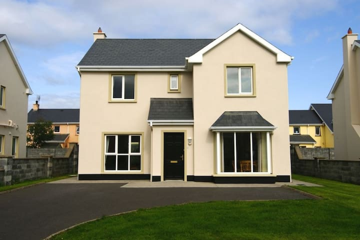Doonbeg 4 bedroom Holiday Home