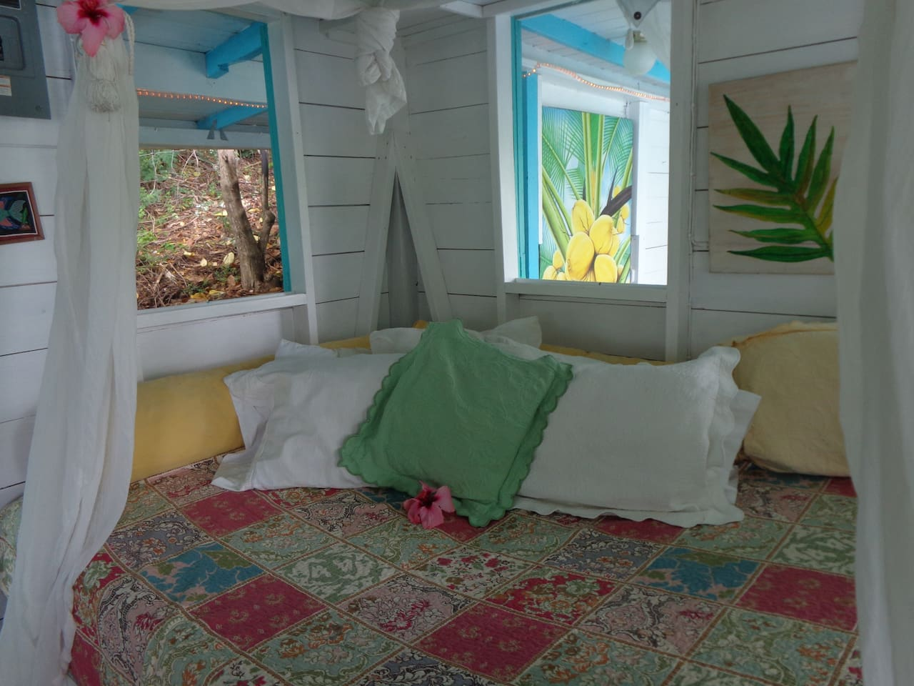 Pineapple house   crew house   guesthouse for rent in english harbour
