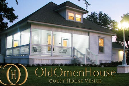 The Old Omen House - Rustic BNB - Tyler