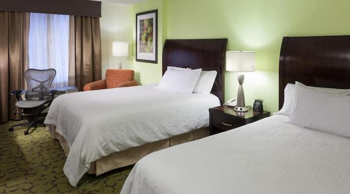 En-Suite Double Two Double Beds At South Denver Area