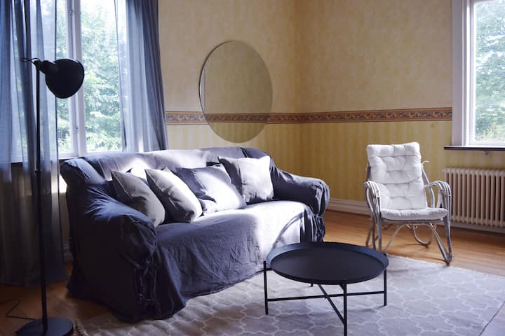 Spacious 3 room apartment close to tram (2)
