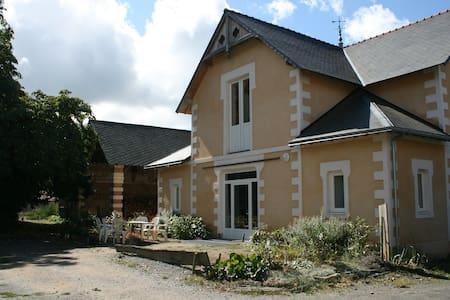 Gite au calme aux portes de Nantes - La Haie-Fouassière - Maan sisään rakennettu talo