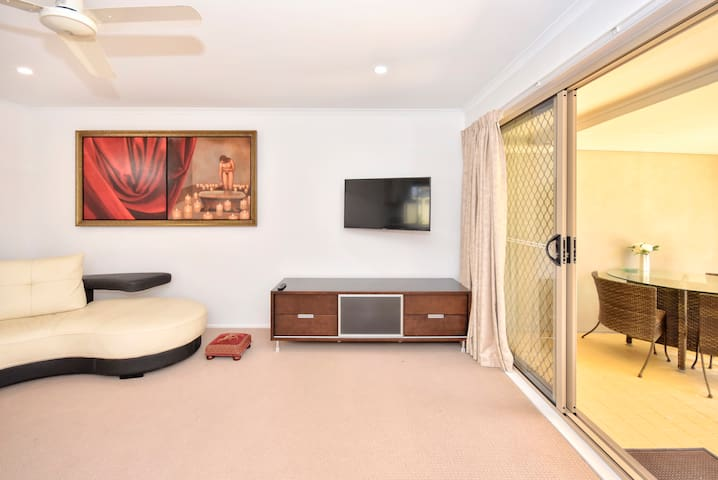Mooloolaba New Luxury Apartment