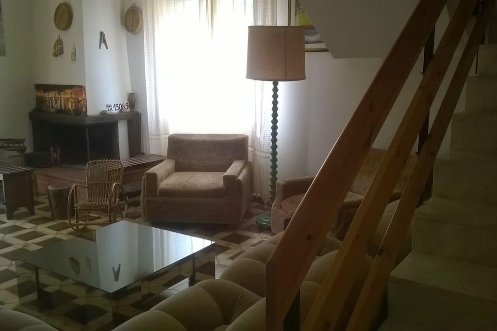 sala e scala per piano superiore