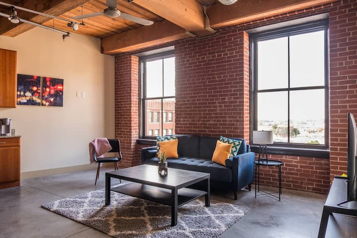 Roomy Downtown 1br Loft Near America's Center