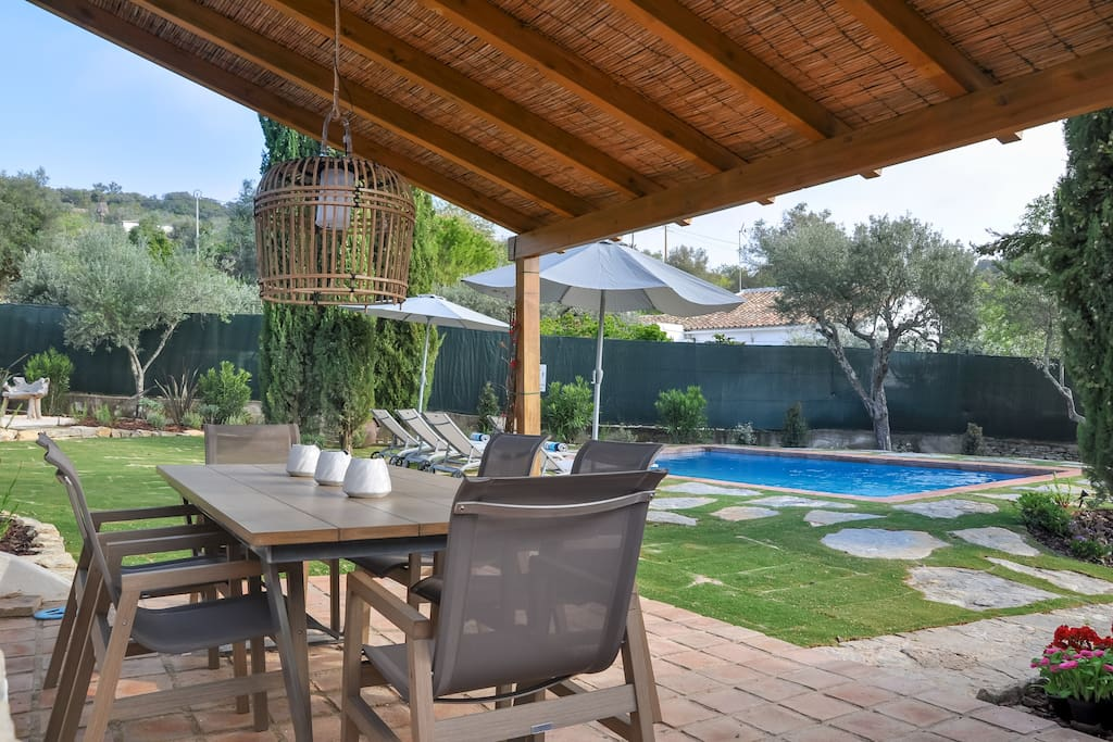 Outdoor seating area next to the private pool with space for up to 6 people
