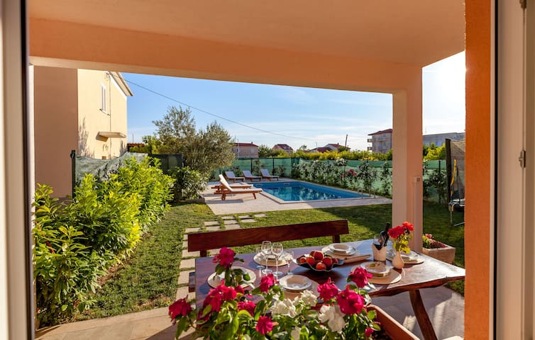 Villa with pool - Podstrana - Apartamento