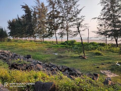 Swapnapurti Holiday Gold Room ( 1 min to beach)